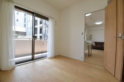 約5帖の洋室。子供部屋としても十分なスペースがございます。あなたならどんなお部屋にしますか?