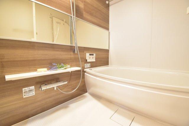 洗練された1坪タイプのバスルーム。ゆっくりとご家族皆様の疲れを癒すリラクゼーション空間。