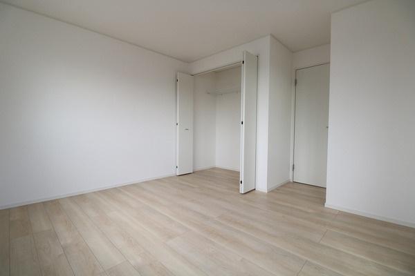 【寝室】 2階7.5帖洋室。主寝室にいかがでしょうか♪