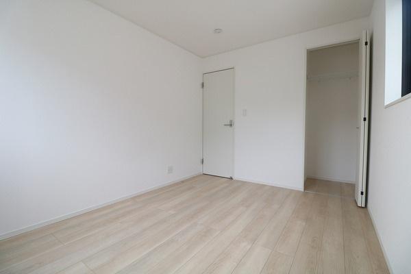 【洋室】 2階6帖の洋室です♪