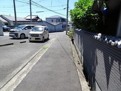 【前面道路含む現地写真】岸和田市小松里町 中古戸建