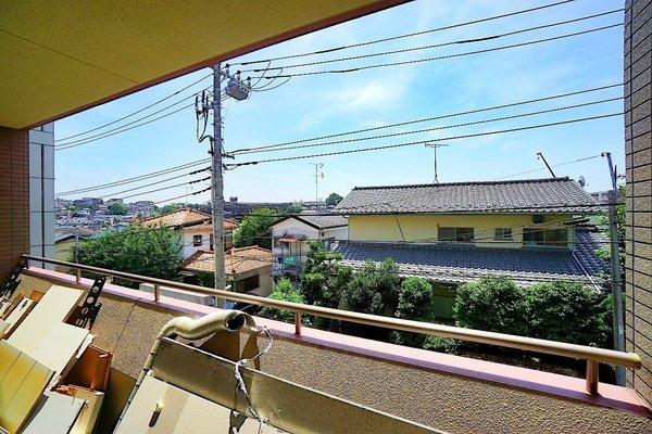 バルコニーからの眺望です♪ さえぎる建物がなく日当り通風良好!