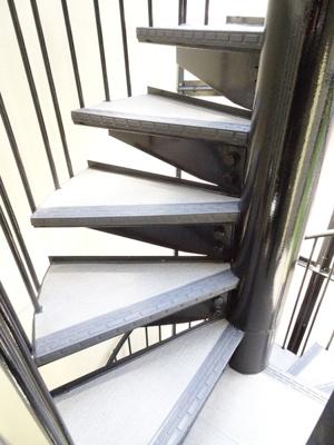 らせん階段で移動ももちろんできます♪
