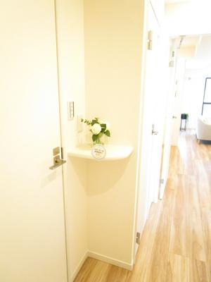 洗面室の手前に小物置き場1