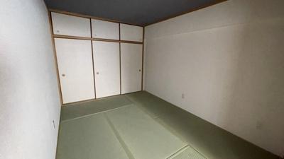 使い勝手の良い和室ございます。