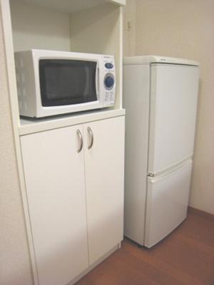 うれしい独立洗面台です。洗濯機付きです。