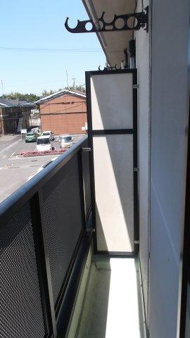 洗濯機置場の上には収納棚とハンガーポール!使い勝手◎ ※掲載画像は同タイプの室内画像のためイメージとしてご参照ください。