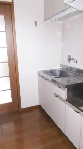 シングルレバー水栓で手が汚れていても水を出しやすいです♪ ※掲載画像は同タイプの室内画像のためイメージとしてご参照ください。