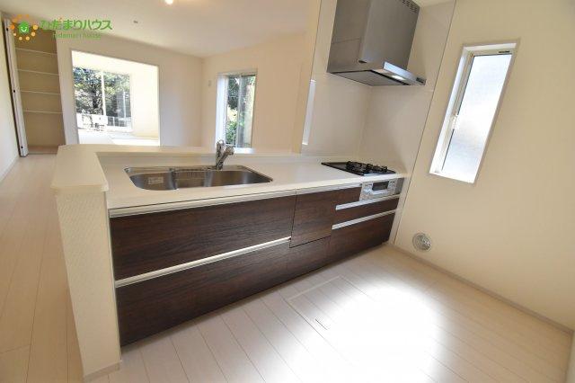 【キッチン】見沼区小深作 第2 新築一戸建て リーブルガーデン 02