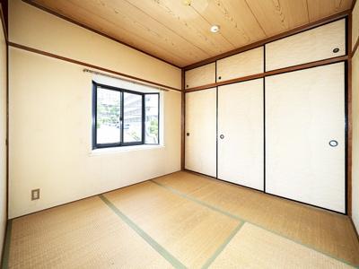 4.5帖和室は出窓採光です