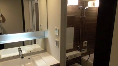 幅の広い洗面台に、浴室乾燥・追い炊き機能付きのバス。水回りも新品ですので快適にお使いいただけます。