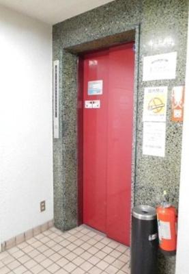 日興パレス日本橋のエレベーターです。