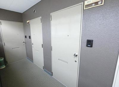 サンモール亀戸の玄関扉です。