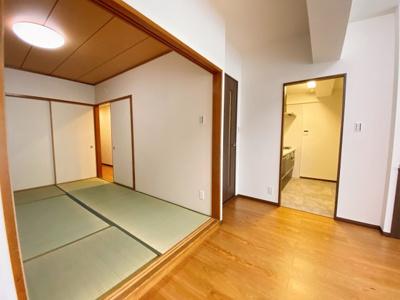 和室は2Wayです。客間としても活用しやいです。押入もあります。