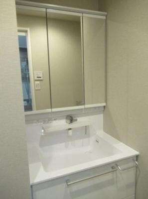 五反田サマリヤマンションの洗面台です