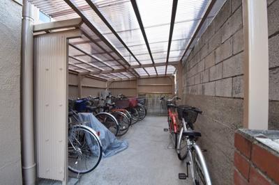 駐輪場スペースです。 年額6,000円(空き状況は担当者までご確認下さい。)
