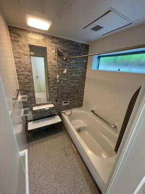 半身浴もお楽しみいただける腰掛有りタイプの浴槽です