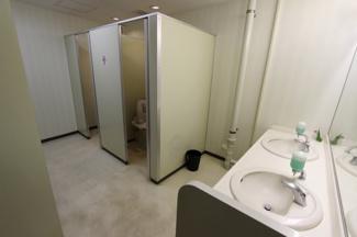 各フロア 共用男女別トイレ