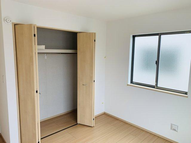 2階6.06帖 使い勝手のよいシンプルなクローゼットです。