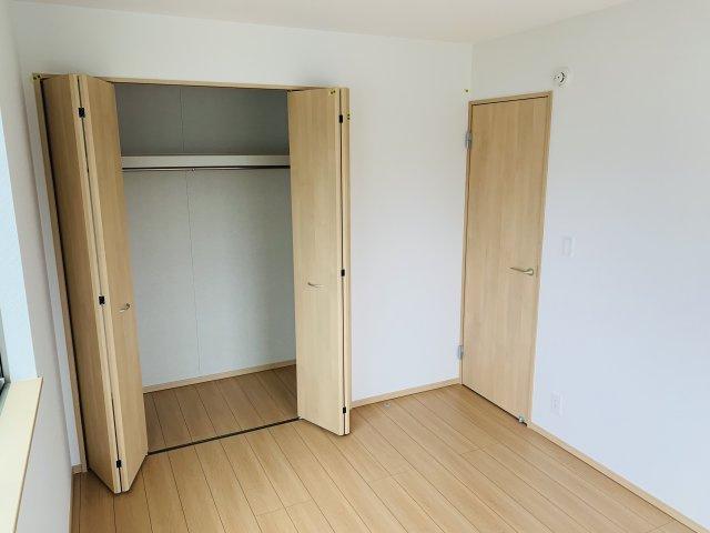 2階6帖 シンプルで使い勝手のよいクローゼットです。
