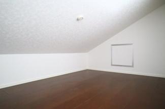 2階洋室6.7帖ロフトスペース。