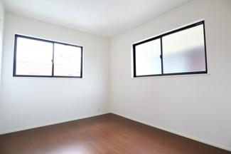 2階洋室6.0帖。2階の洋室は全部屋2面採光、WICつきです。