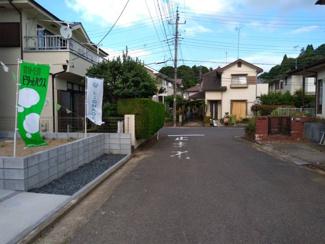 車通りが少ない閑静な住宅地です。