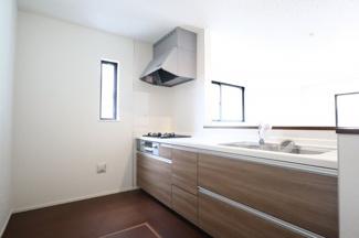 LDKを見渡せる対面式キッチン。小さなお子様がいても安心してお料理ができます。