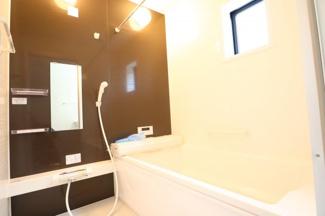 浴室乾燥機、節水シャワー付きです。