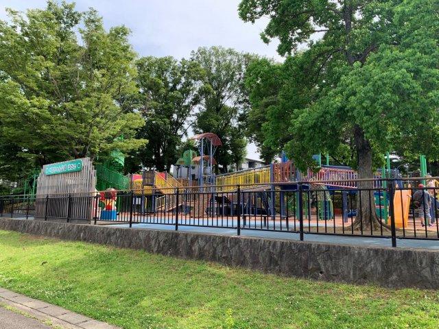 徒歩5分圏内に、中央こども公園があり子育て環境に適した物件となっております。