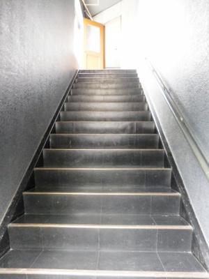 内階段(下から)