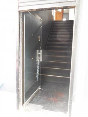 1階 入口の内扉