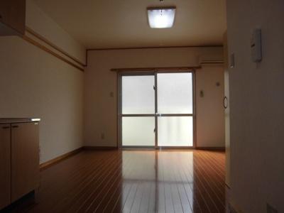 ※写真は別部屋です。現況を優先とします。