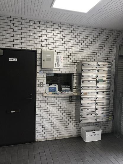 1階エントランス 管理人室と集合ポスト