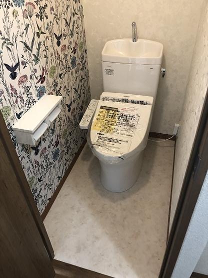 おしゃれなデザインアクセントクロスを使用。新規にバストイレ別化工事を行いトイレも温水洗浄暖房便座付きトイレを新設。便利な棚もつけました。未使用です。