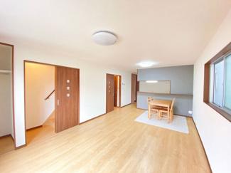 家族とゆったりくつろげる広さです☆対面式キッチンなので、家族の様子を見守りながら家事ができます!