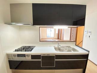 作業スペースが広々したキッチン♪食洗器筑なので、後片付けもラクチンです☆