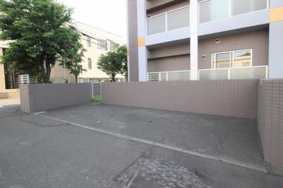 104号室専用駐車場です。