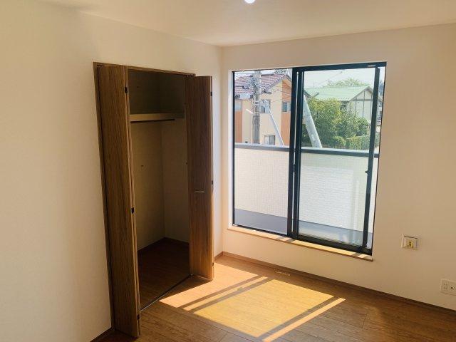 2階6帖 使い勝手が良くてすっきり片付けられ快適なクローゼットです。