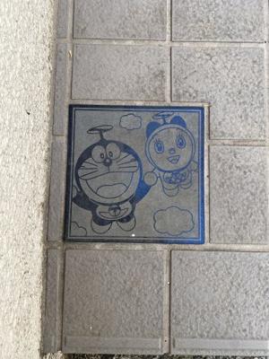 玄関前のタイルにはあのキャラクターのタイルが使用されてます。