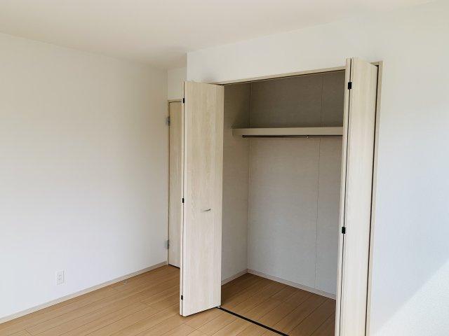 2階6.25帖 収納ケースを上手に活用してすっきり片付けたいですね。