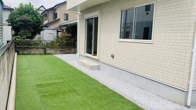お庭も整備せれているので、手入れもラクラクですね。