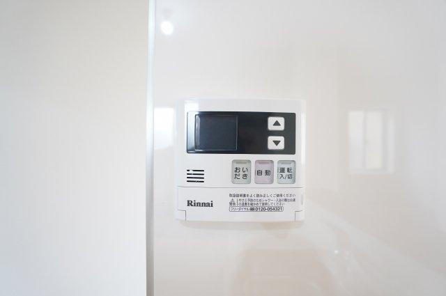 給湯器リモコン 追い焚き機能付きです。
