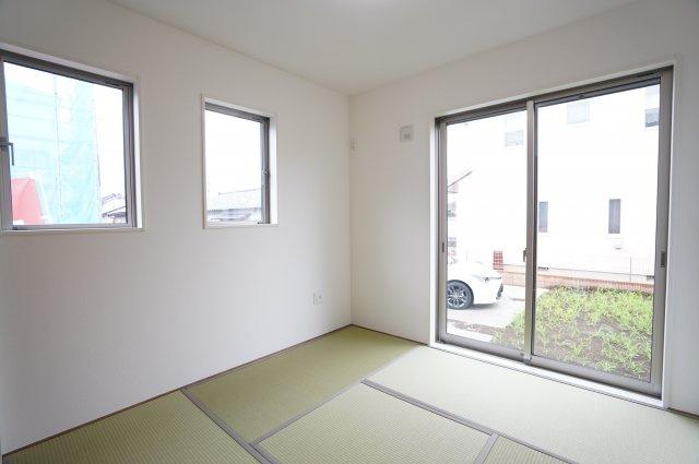5畳 リビング隣の和室なので広々使えます。