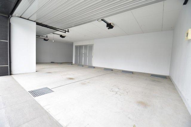 遊び心をくすぐるガレージは、車も4台駐車可能は広さです。憧れのガレージライフもお好みの形に仕上げてみては如何でしょうか。