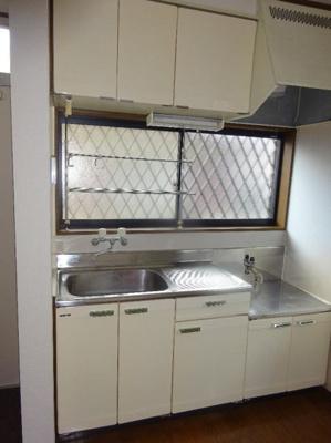 出窓付きの明るいキッチン