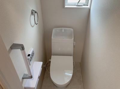 清潔感のあるシンプルな2階のトイレです。
