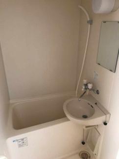 お風呂は洗面台とユニットです