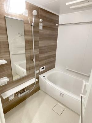 手足を伸ばしてゆったりと入浴を楽しめる1418大型バスルーム