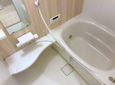 アクセントパネルがオシャレな浴室です♪